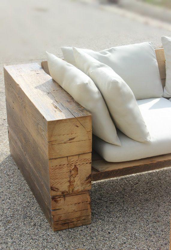 Sofá rústico de madera reciclada. Puede usarse bajo techo/al aire libre. Envío gratis + garantía de por vida Tamaño: 86 L x 24 D x 24 H