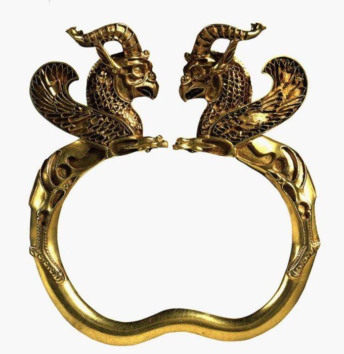 золотой старинный браслет с грифонами фото того, раствор для