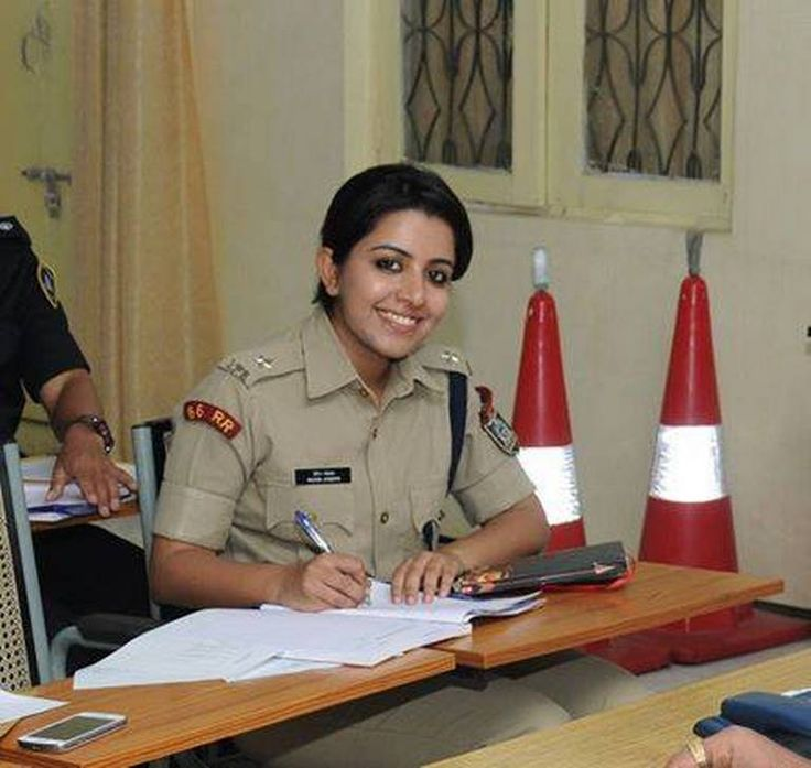 Cop Photo Goes Viral: Beautiful IPS Trainee Goes Viral On Social Media Http