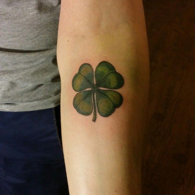 Tattoo-Journal.com - THE NEW WAY TO DESIGN YOUR BODY | 45 Cute Four Leaf Clover Tattoo Ideas and Designs – Lucky Plant | http://tattoo-journal.com