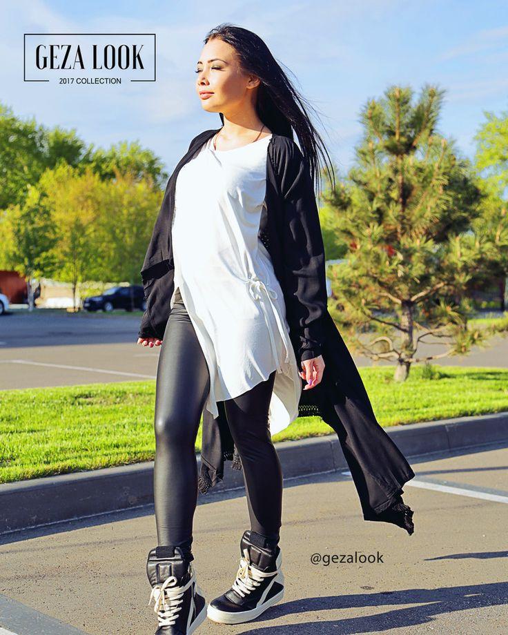 Белая легкая туника, черная струящаяся мантия с длинными рукавами, кожаные леггинсы с идеальной посадкой и черно-белые крутейшие ботинки😍 Ждем вас в гости за покупками😘  ----------------------------------------- 👉Для заказа👇 📲пишие в WatsApp +7 (963) 661-29-64 📩пишите в Директ ----------------------------------------- Приезжайте🚗 на примерку в шоурум или заказывайте доставку📦 на дом. ----------------------------------------- 🛍Адрес шоу-рума Geza Look🛍 📍Москва, Ветошный переулок…