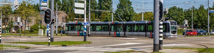 Tram 2006 lijn 23 draait de Cannenburchstraat in  Deze en 1097 andere foto's van de Rotterdamse wijk Beverwaard kunt u hier bekijken: http://beverwaardinbeeld.nl/foto/  #Tram #Cannenburchstraat #Rotterdam #Beverwaard