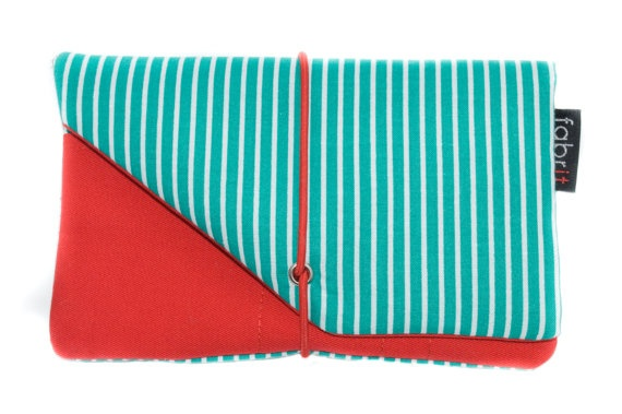 <3 This tobacco case is made of fabric, inside out!  The outside fabric is tyrquoise with white stripes and the inside fabric red!  There are separate little pockets for your filters, lighter, and rolling papers.  To close safely there is an elastic band.    It comes in many-many colors and combinations.    It fits all 25gr tobaccos.  Approximate size when closed : 15.5 cm x 10 cm  €15, $20