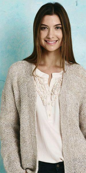 Skøn trøje, strikket i nemt perlestrik med retstrikkede kanter. Garnet er en behagelig blanding af viskose, bomuld og mohair.