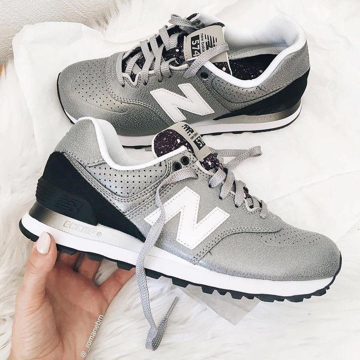 Une jolie paire de baskets New Balance modèle 574 en gris métallisé. On adore le côté sportwear et girly ! #sneakersaddict #prphobeaddict