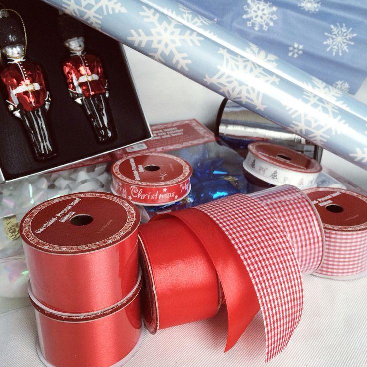Presentpapper och band