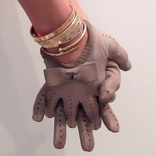 Ladies gloves in brown