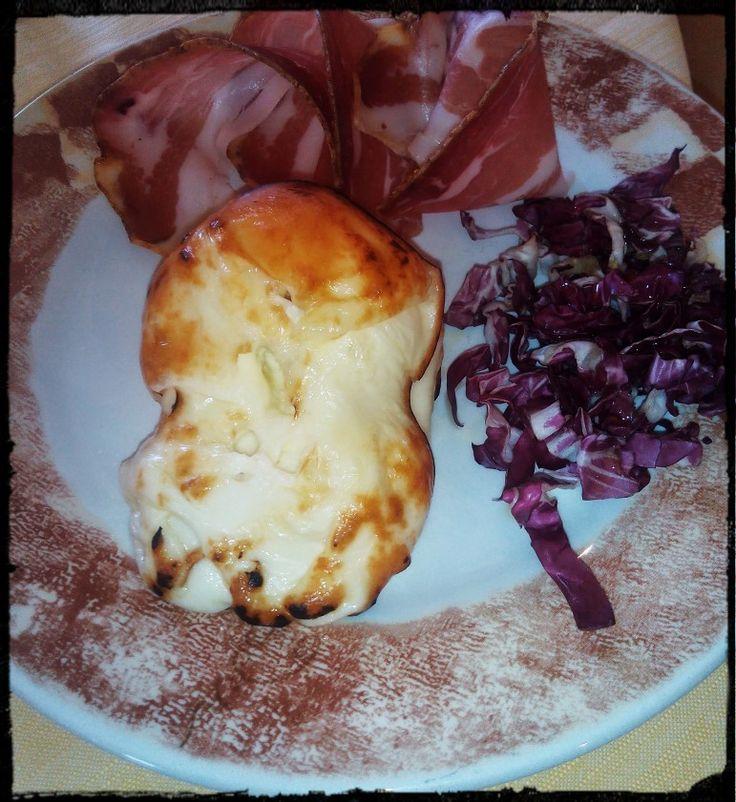 #Scamorza arrosto con #prosciutto nostrano al #peperoncino. Piatto tipico #abruzzese.