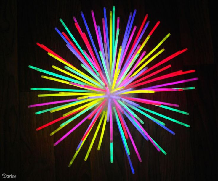 Make a fun DIY glow stick centerpiece that's perfect for outdoor entertaining. Once you make it, it's easy to replace & reuse for your next party!