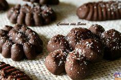 Biscotti di pasta frolla montata al cacao.Questi biscotti sono davvero facili e veloci da realizzare con l'aiuto di una sac a poche o di una sparabiscotti.