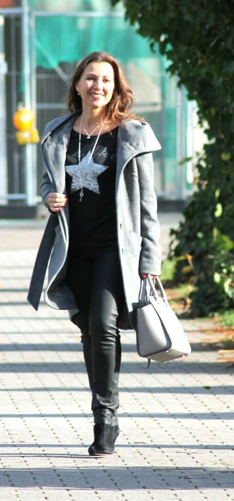 My grey wool coat in combination with Michael Kors Selma.  Grauer Wollmantel mit Lederhose und Michael Kors Tasche - mehr auf meinem Blog.