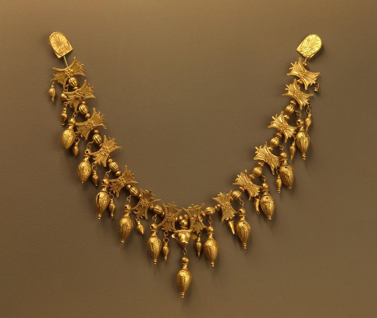 Necklace. Place: Russia (now Ukraine). Epoch. Period: Scythian Era. Date: Meotian Culture. Late 4th century BC. Place of finding: Karagodeuashkh Barrow. Archaeological site: Kuban, Krasnodar Territory (former Giaghinsky District of Kuban Region). Material: gold. Technique: stamped, soldered, filigreed, repousse.