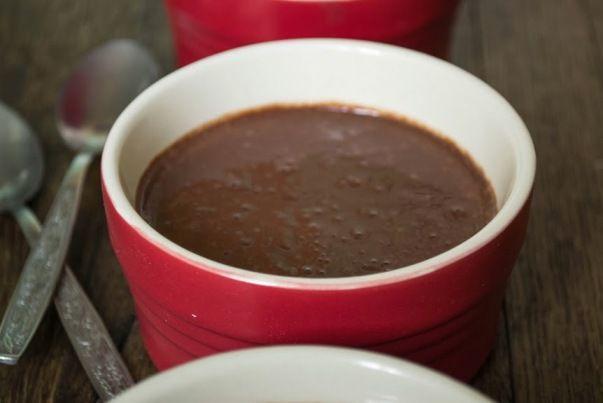 Шоколадный Пудинг Нам понадобится: 3 ст л какао-порошка, 2 ст л крахмала (я использую кукурузный), 2/3 ст сахара, щепотка соли, 2 ст молока, 1 яйцо