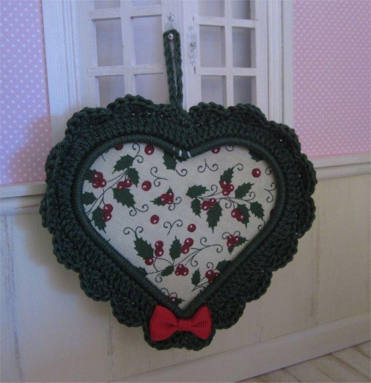 Petit cadre coeur vert avec bordure au crochet : Décorations murales par atelier-crochet