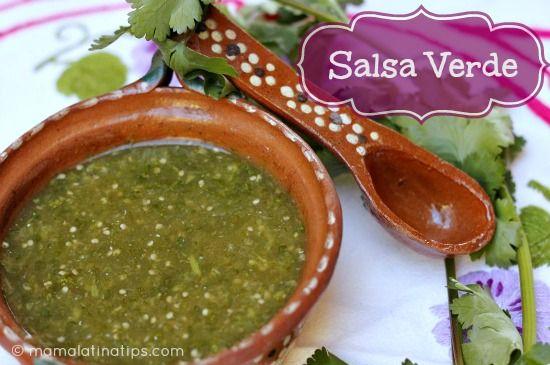 La receta más fácil de salsa verde que podrás encontrar. Esta salsa combina perfectamente con tacos, antojitos, enchiladas y hasta huevos! Fotos aquí.