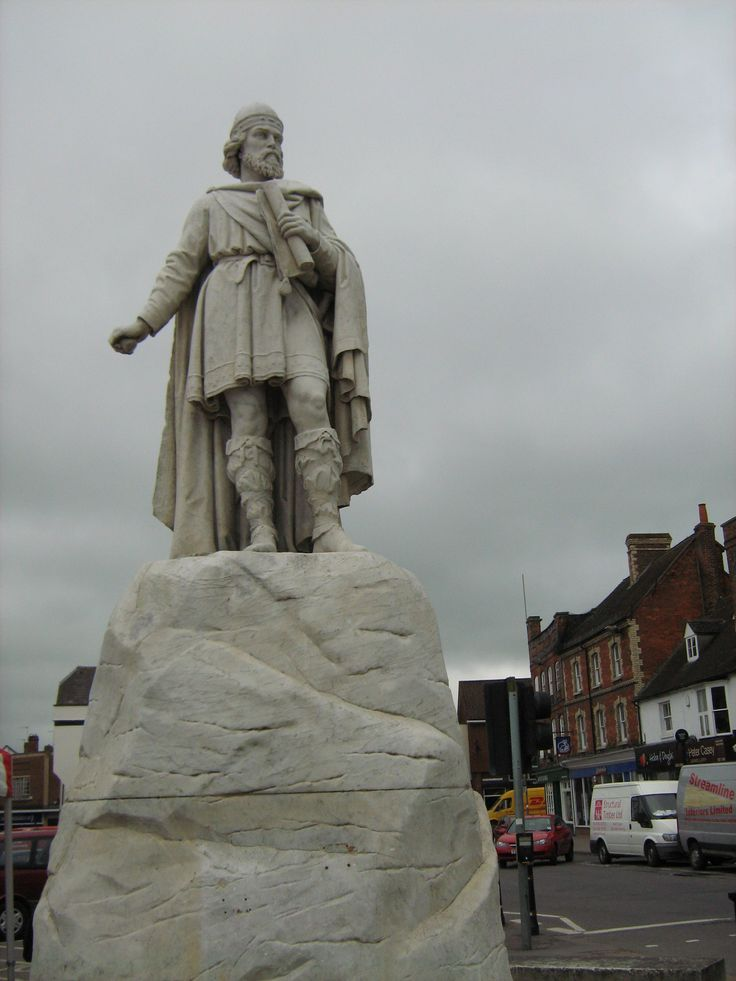 Statue of Alfred The Great who burned he cakes in Wantage town centre.
