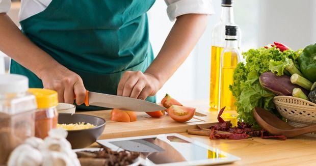 Школы, YouTube-каналы и красочные книги рецептов для тех, кому надоело ходить за вкусным ужином в ресторан