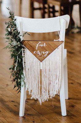 Holzschilder zum Leihen - in unserem Sortiment findet ihr auch allerhand Holzschilder für euren großen Tag!   Foto: Kreativ Wedding