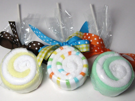 Cute washcloth lolipop idea for shower gifts.