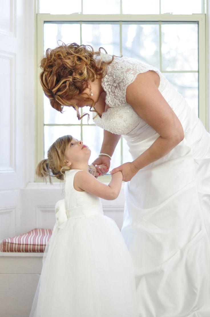 Bride and flower girl photos. Wedding photography.  Ottawa Wedding Photography.  www.kellyharperphotography.ca