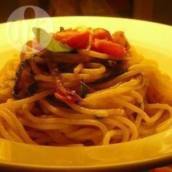 Spaghetti met tomaten, basilicum en gorgonzola
