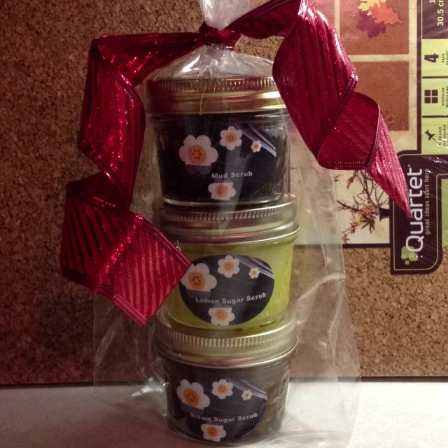 Secretary Christmas Gift Ideas Part - 31: Secretaries Day Gifts - Mud Scrub, Lemon Sugar Scrub, U0026 Brown Sugar Scrub.