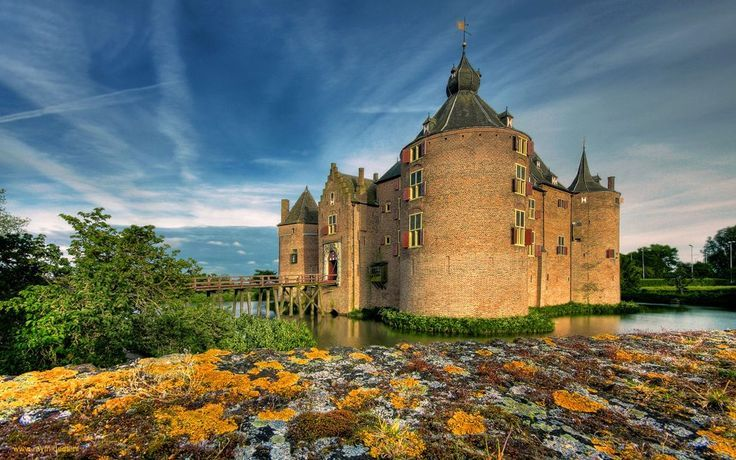 Ammersoyen Castle. A beautiful castle surrounded by water and located in the west of the Gelderland province. The castle was build around 1300 but was heavily damaged during WW2… luckily because of renovations it's in perfect state again.