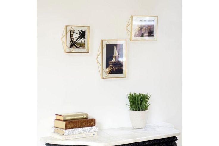 Met de unieke dimensionale fotolijst en de unieke metalen draden lijkt jouw foto te zweven tussen de glazen platen. #fotolijst #wanddecoratie #housewarming #interieur #cadeau #huisdecoratie
