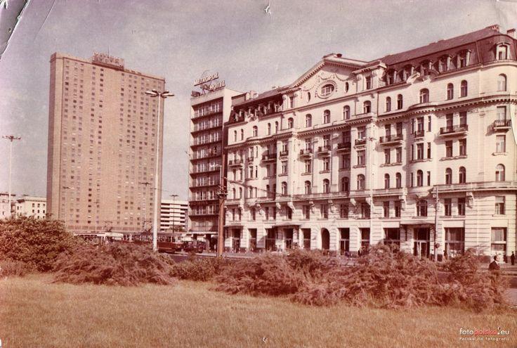 """Hotel """"Novotel Warszawa Centrum"""" (Hotel """"Forum""""), i hotel Polonia Warszawa - 1976 rok, stare zdjęcia"""