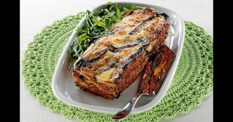 Servera lasagnen med bröd om du är riktigt hungrig eller gör en matig bönsallad.