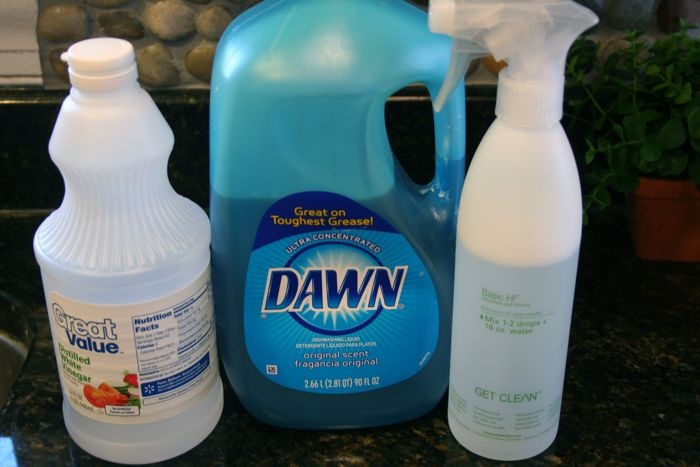 DIY stainless steel cleaner (2/3 parts white vinegar + a few drops dish soap + 1/3 part water)