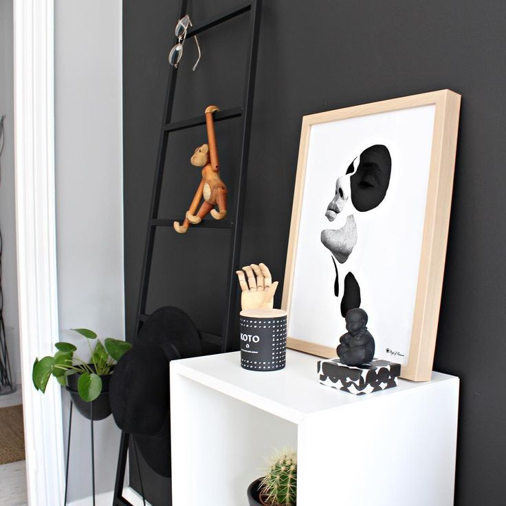 This is one of my favourite prints from our shop🖤 It's called 'In Pieces', and here I have it in 30x40. We love the minimalistic look👌🏼 What do you think?✖️