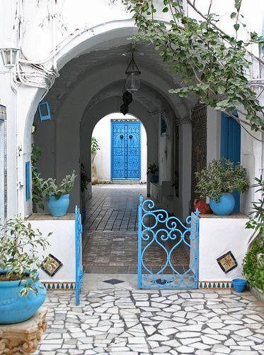 Un pueblo de casas en blanco, puertas y ventanas en azul (Sidi Bou Said, Túnez) - Viajes - 101lugaresincreibles -