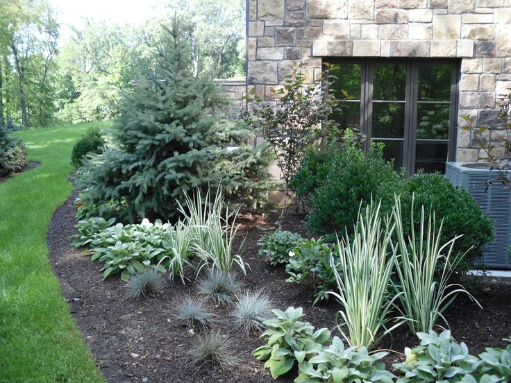 17 best images about outside of house on pinterest for Front yard landscaping plants and shrubs