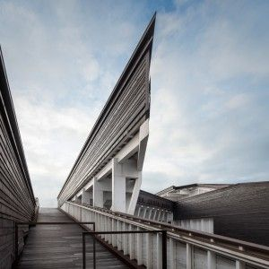 Seaside+cultural+centre+by+ARX+Portugal+boasts+an+intricate+wooden+framework
