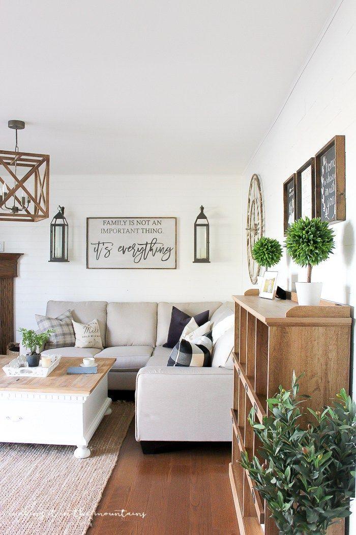 Farmhouse Style Family Room | http://www.makingitinthemountains.com