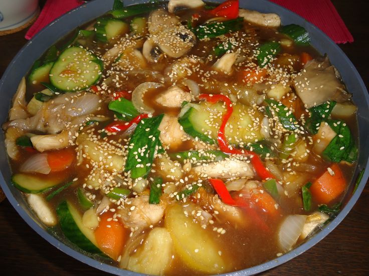 Gesmoorde kip met noedels en groenten - Dakjjim
