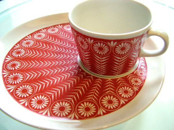 vintage ARABIA Finland RIIKINKUKKO cup with by MarthesVintage