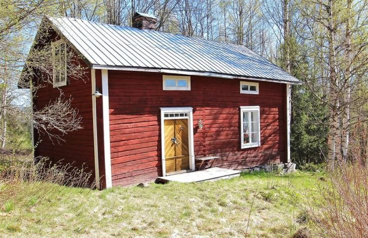 These window ideas might suit a tiny house with a loft. Or a log cabin that has tall walls. Fritidshus-85-Harnosand.