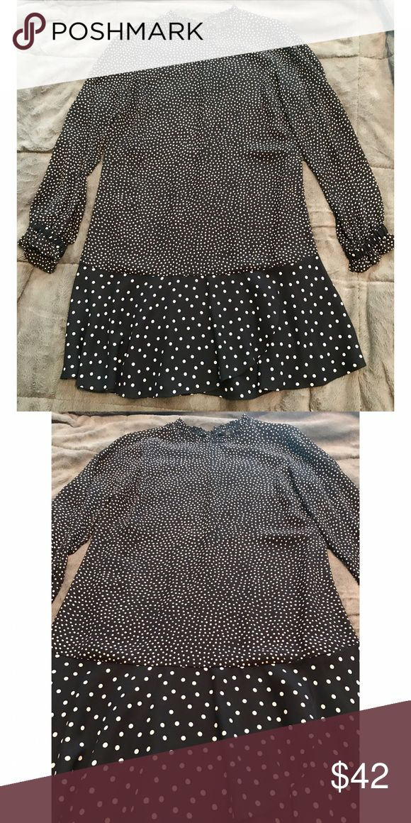 Zara polka dot dress size extra small Zara navy and white polka dot dress is a size extra small. This dress has very light fabric and a loose fitting, which makes it perfect for any season/occasion. Dress has only been worn once and is in perfect condition! Zara Dresses