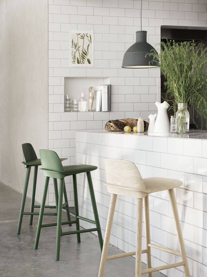 White walls, plants, bread, green wooden chairs, ustensils