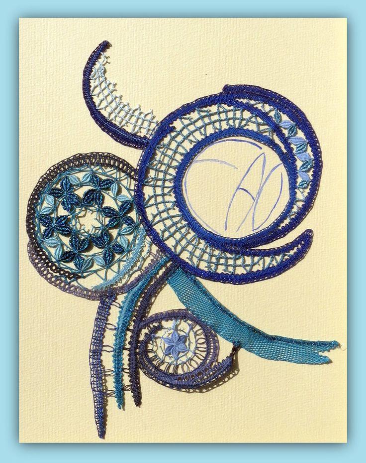 """""""EAU"""" : courbes, cercles et bdes nuances de bleu"""