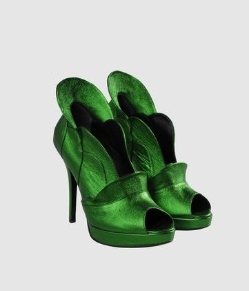 perhaps I need Kelly green shoes?