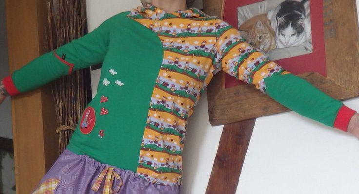 """T-Shirts & Sweatshirts - Unikat Hoddie """"Zwergenwelt"""" - ein Designerstück von Die-Revoluzzerin bei DaWanda"""