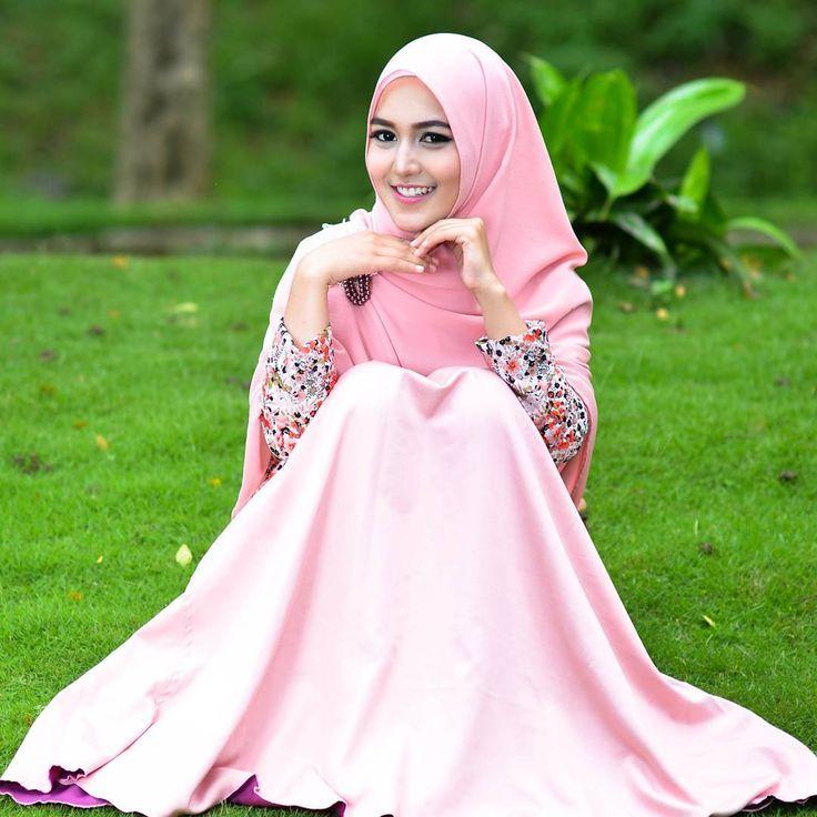 You must make choices to have a chance, if you dont have chances your life will not change... Model : Gita Make up @irezita #hijbers #hijabfashion #mua #muamalang #muasurabaya #model #nikon #nikonphotography