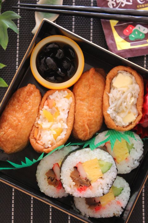 Japanese Inari and Maki Style Sushi Bento 助六弁当