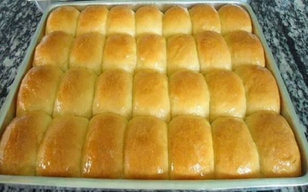 O Pão de Leite Condensado de Liquidificador é fácil de fazer, prático e fica macio e delicioso. Faça hoje mesmo e se delicie com essa receita! Veja Também: