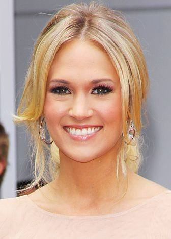 Carrie Underwood (&she married a hockey player?!..love her!)
