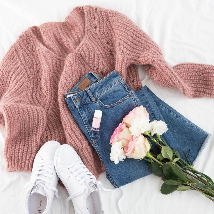Mon petit pull cocooning, mon jean fétiche, des baskets et cerise sur le gâteau des fleurs !