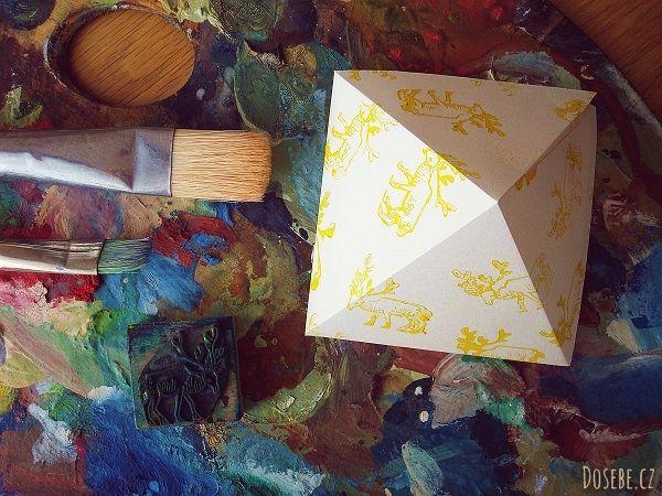 Jak vyrobit papírové krabičky? Návody pro vánoční minidárečky.